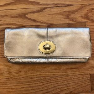 Coach clutch - gold